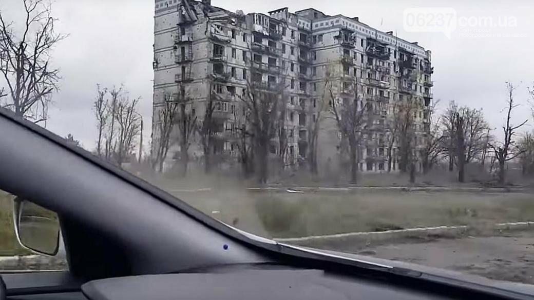 Дончанин показал шокирующее состояние Донецкого аэропорта, ул. Взлетной и обстрелянного жилого дома изнутри, фото-1