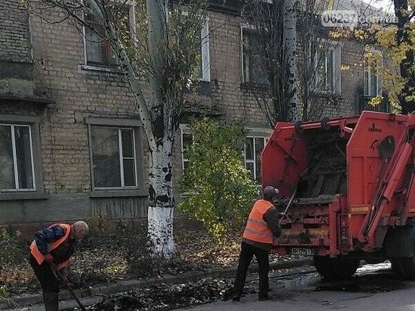 В Новогродовке безработные наводят порядок на улицах города, фото-1