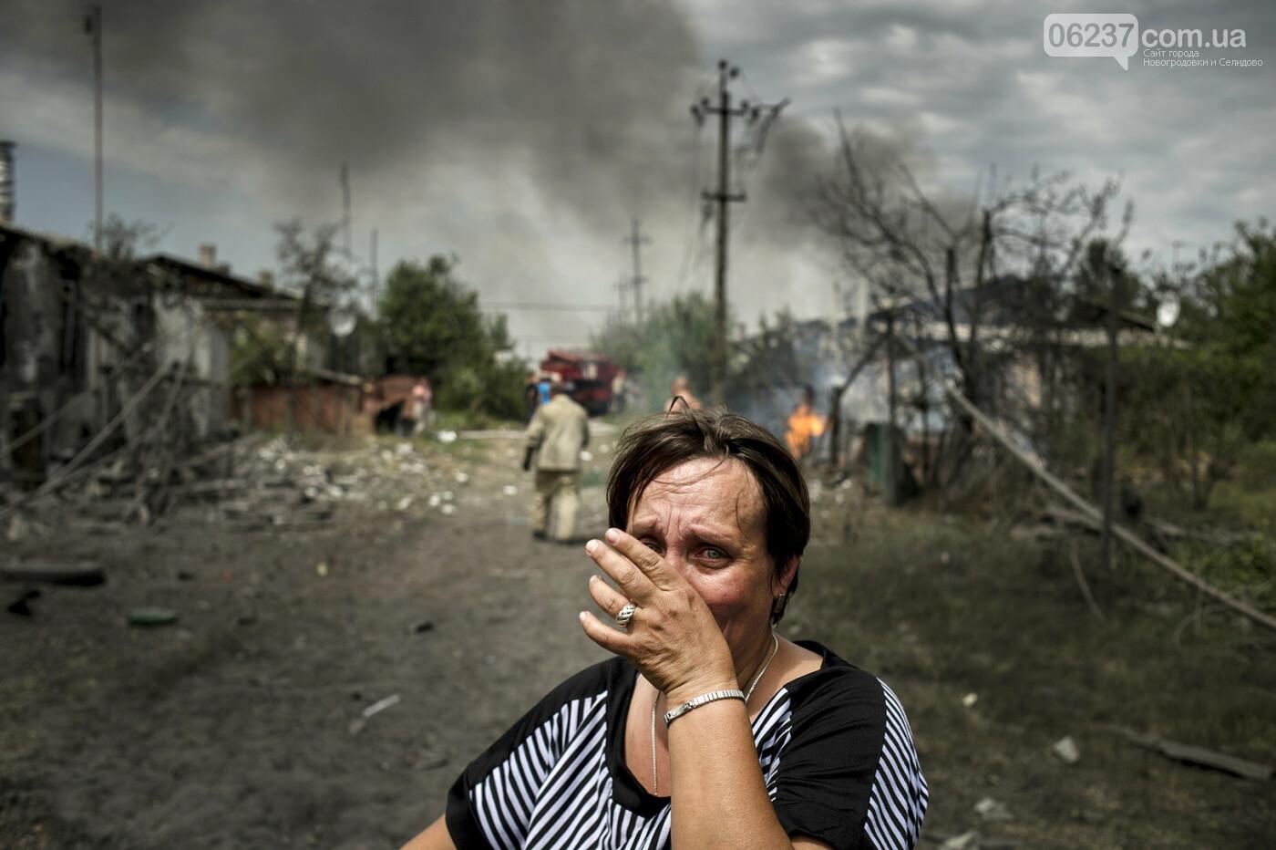 Более 3 330 убитых мирных жителей, 1,3 млн стали ВПЛ за годы войны на Донбассе, фото-1