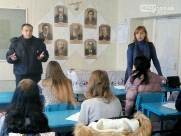 В Селидово призывают молодежь не скрывать факты насилия, фото-1