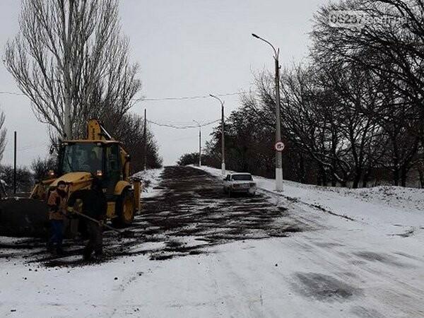 Как в Новогродовке борются с последствиями зимней непогоды, фото-1