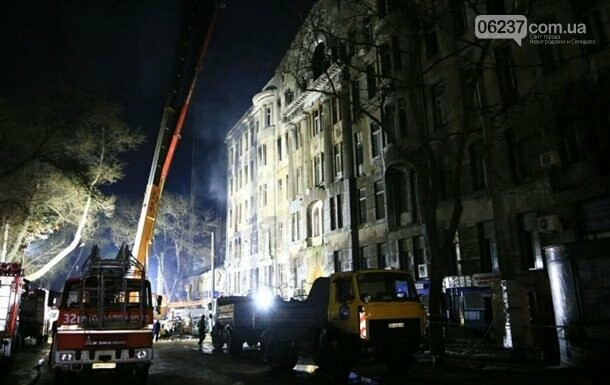 Пожар в Одессе: спасатели ночью разбирали завалы, фото-1