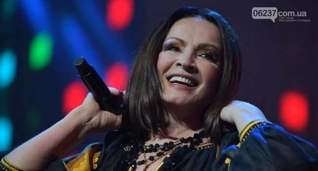 София Ротару шокировала россиян выступлением в украинской вышиванке, фото-1