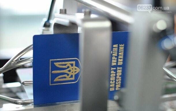 Украинцев обязали ездить в РФ по загранпаспортам, фото-1