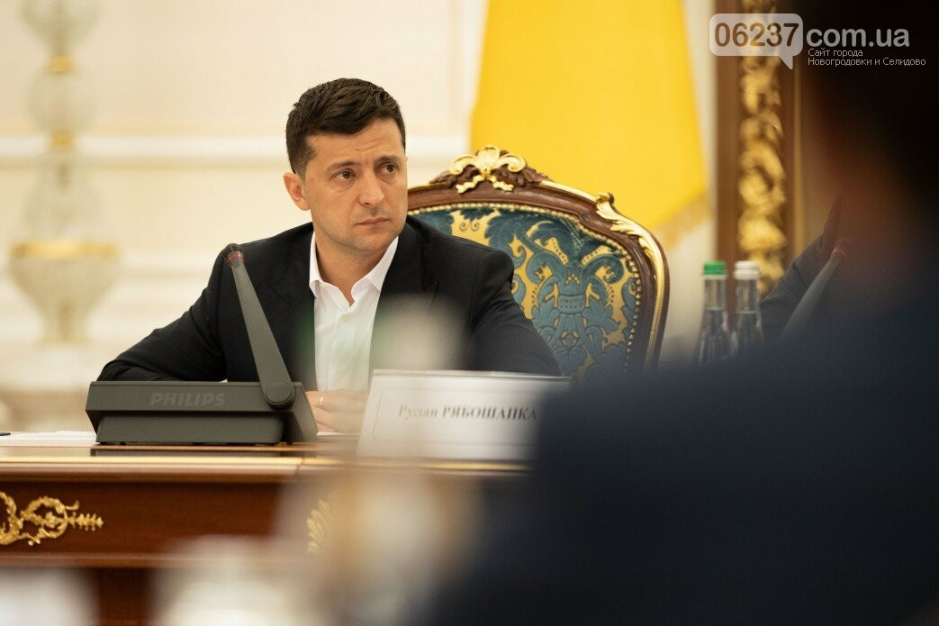 Президент продлил особый статус Донбасса еще на год, фото-1
