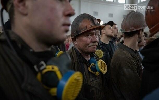 Казначейство перечислило более 300 млн на зарплаты шахтерам, фото-1