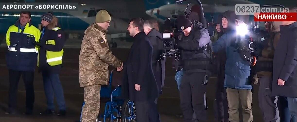 Борт с освобожденными украинскими гражданами прибыл в Борисполь, фото-1