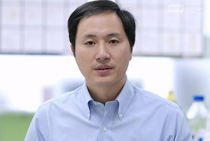 В Китае засудили ученого, который «отредактировал гены» троих детей, фото-1