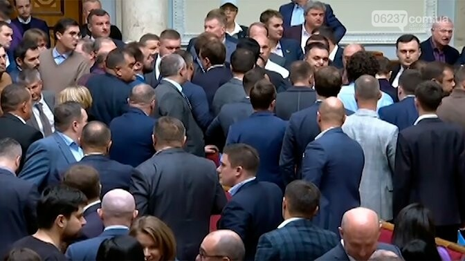 Стало известно, сколько депутатов получили компенсацию за жилье, фото-1