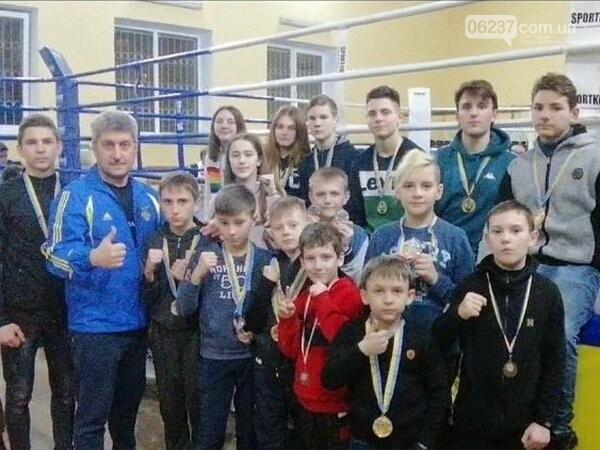 Бойцы из Новогродовки успешно выступили на открытом чемпионате Донецкой области по кикбоксингу, фото-1