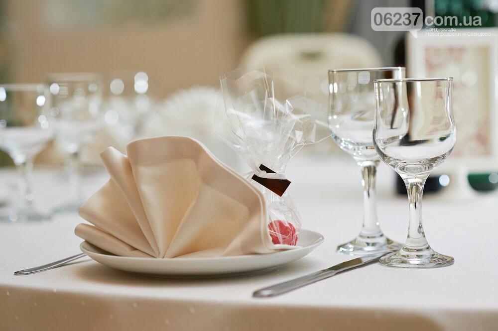 Коронавирус не пройдет: как обезопасить себя от заражения в кафе и ресторанах, фото-1