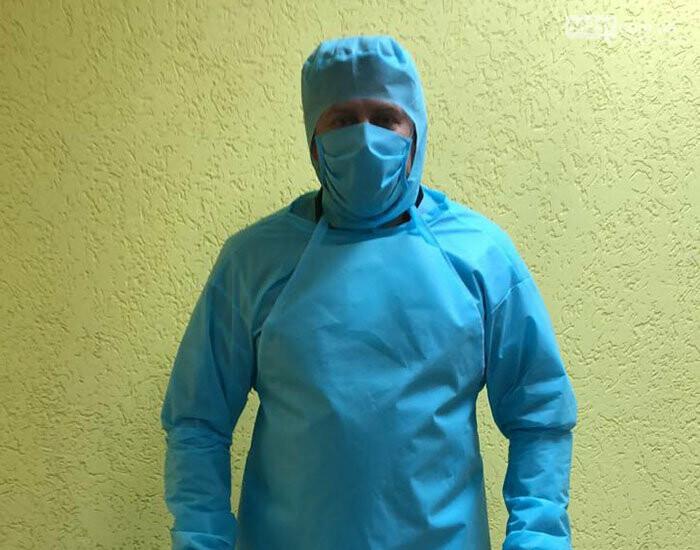 В Краматорске пошили первую партию защитных костюмов для медиков, фото-1