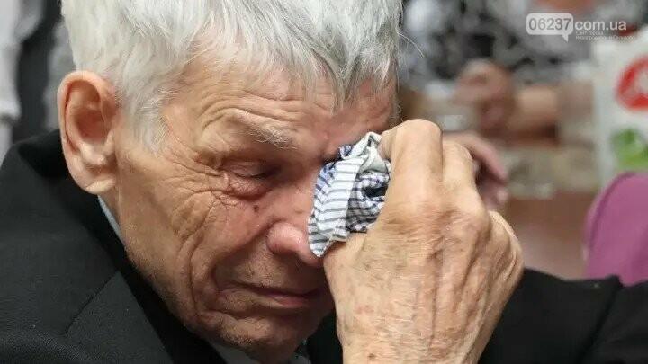 Я повешусь, мне нечем платить: пенсионера уже жестоко оштрафовали на 17 000 за поход в АТБ без маски, фото-1