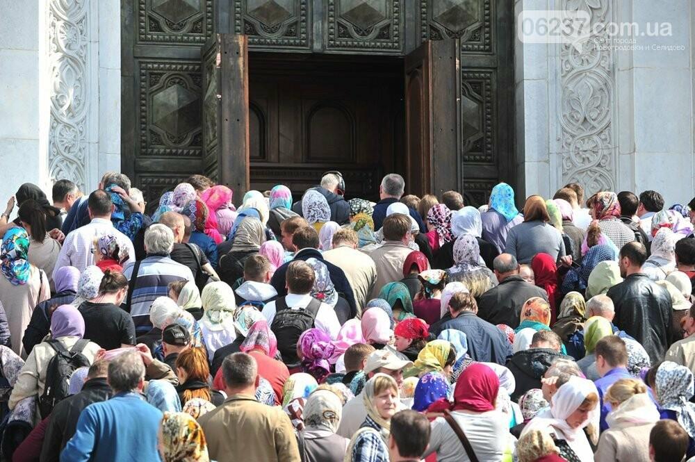 В Черновцах огромные очереди в храмы, несмотря на жесткий карантин, фото-2
