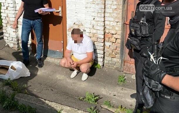 В Ровенской области прокурор взял взятку у копа ноутбуками, фото-1