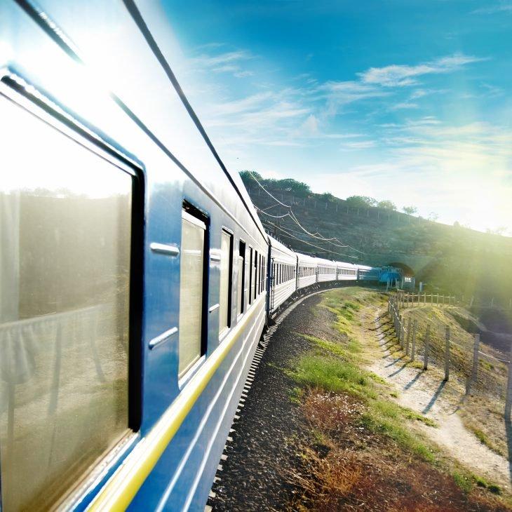 На осенних каникулах между Покровском и Харьковом будет курсировать дополнительный поезд: расписание